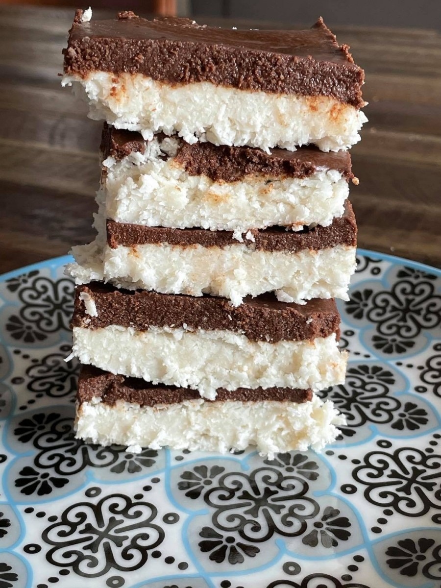 Elitsa Dineva 174768032_477589406915741_3826107291776265943_n No-bake coconut bars with carob topping (AIP, Paleo) Recipes Uncategorized